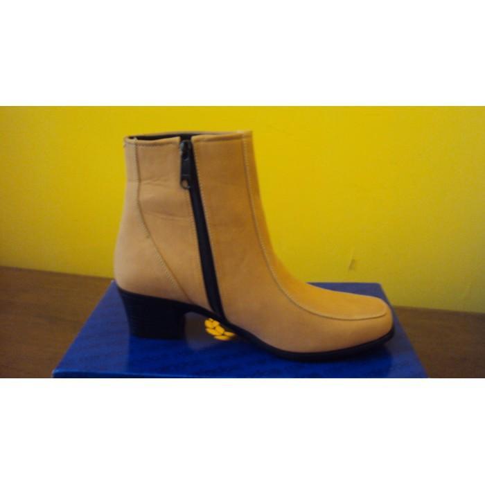 Promo Sepatu Boot Wanita By Raindoz / Sepatu Cibaduyut Gratis Ongkir