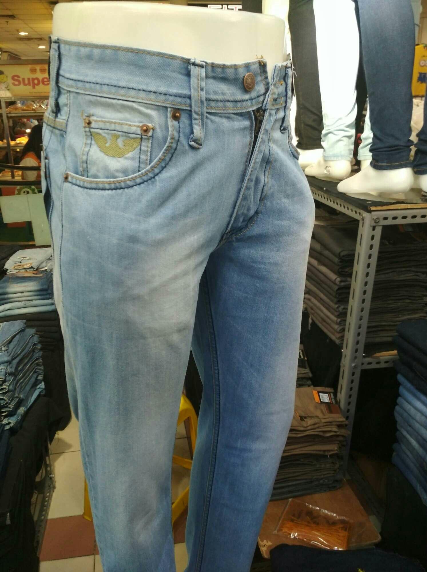 Celana panjang reguler standar pria biru muda