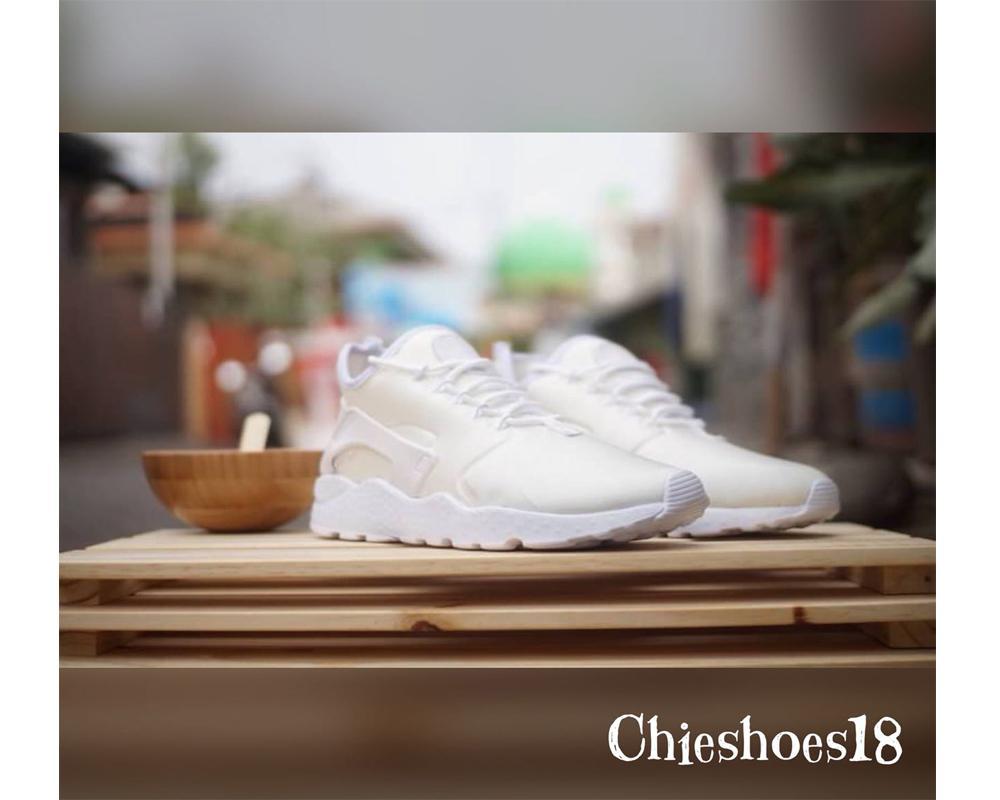 Sepatu Sneakers Nike Huarache Warna Putih