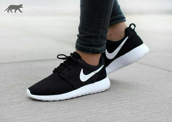 sepatu running nike rosherun hitam putih pria dan wanita - Exfef9