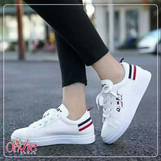 Sepatu Kets Sneakers Wanita/Pria Putih Qi & SC
