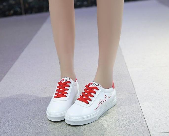 Kiss Shoop Spatu Sneakers Corak Detak Merah TD 24