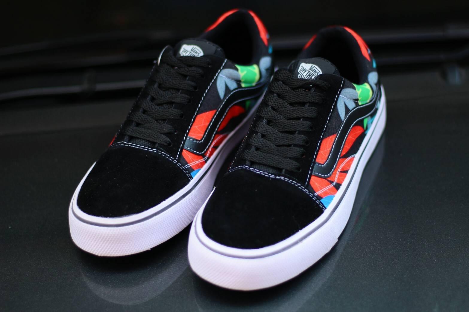 Sepatu Classic Vans Old Skool Skate Motif Off The Wall