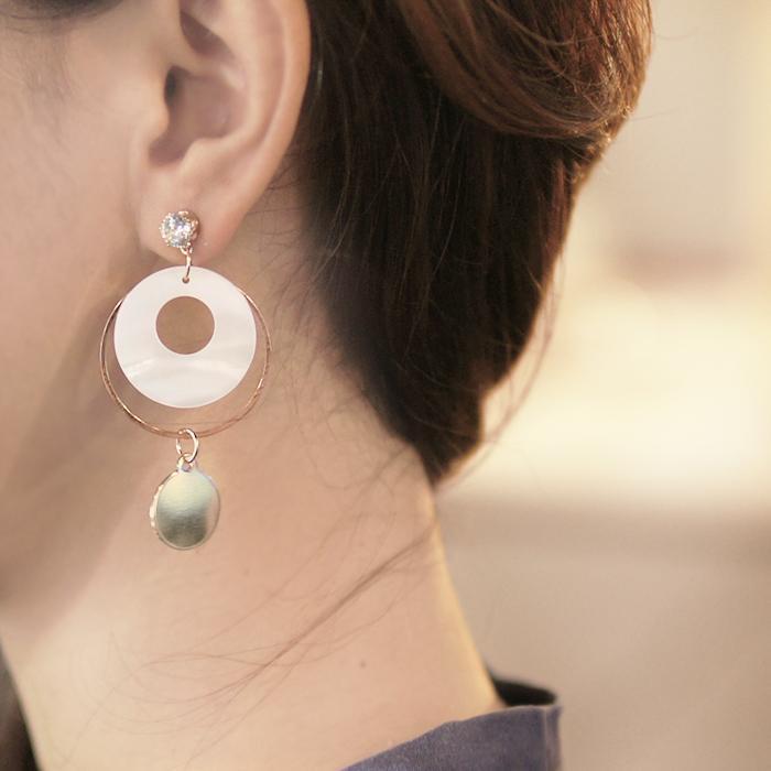 Anting Korea White Shell Zircon Earrings JN1068