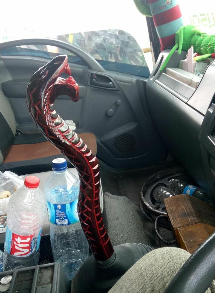knob perseneling kepala ular merah