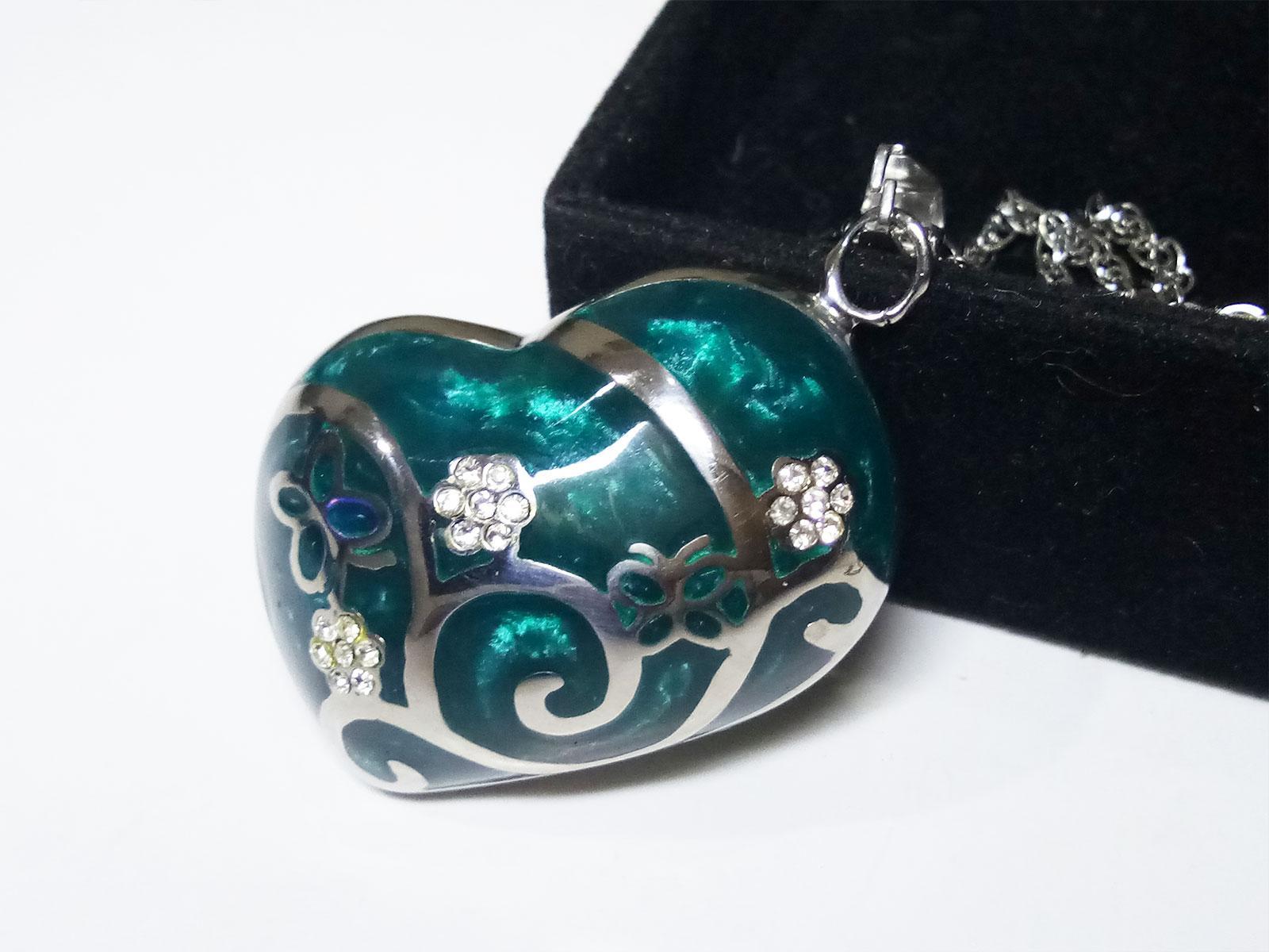 VeE Liontin Titanium Batu Bacan Cina Biru Love Kristal - Terapi Kesehatan
