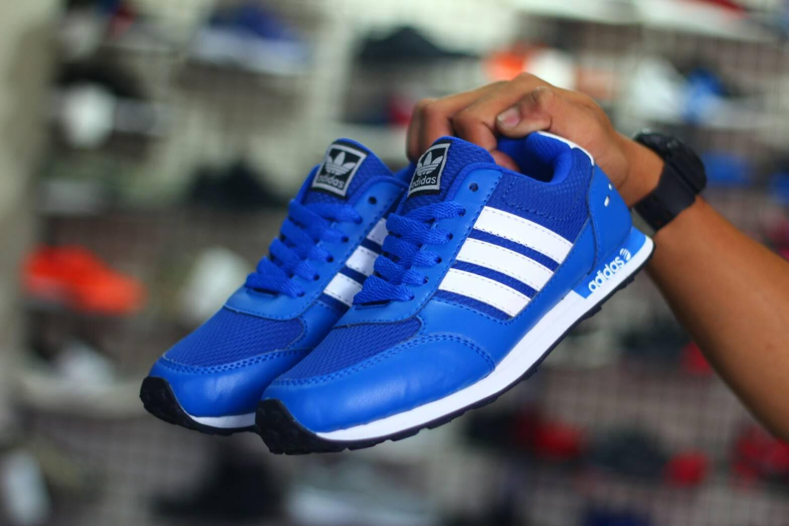 Sepatu Adidas Pria Sneakers Running Casual Sport Shoes Olahraga Santai Jogging Lari Futsal Running Sekolah Anak Slip On Slop Loafers Formal nike boots vans converse  Pria dan Wanita