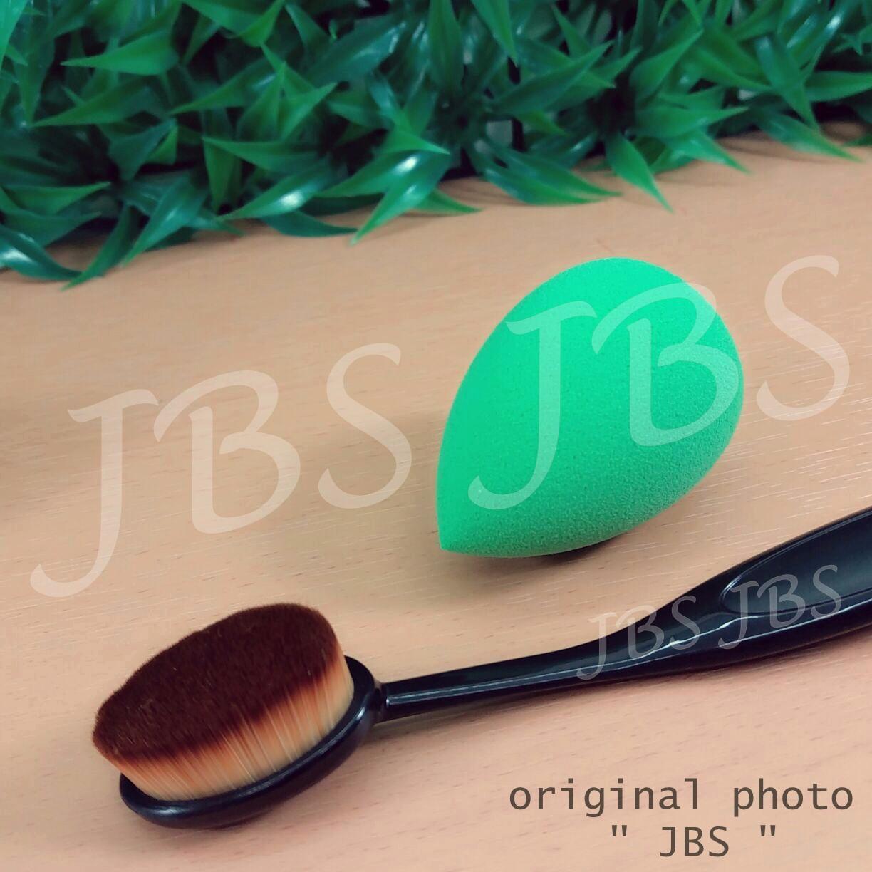 Paket Kuas Beauty Blender - 1 Pcs - Oval Brush / Kuas Make Up Oval Brush / Oval Foundation Brush / Kuas Make Up And Spon Make Up - Multi Colour