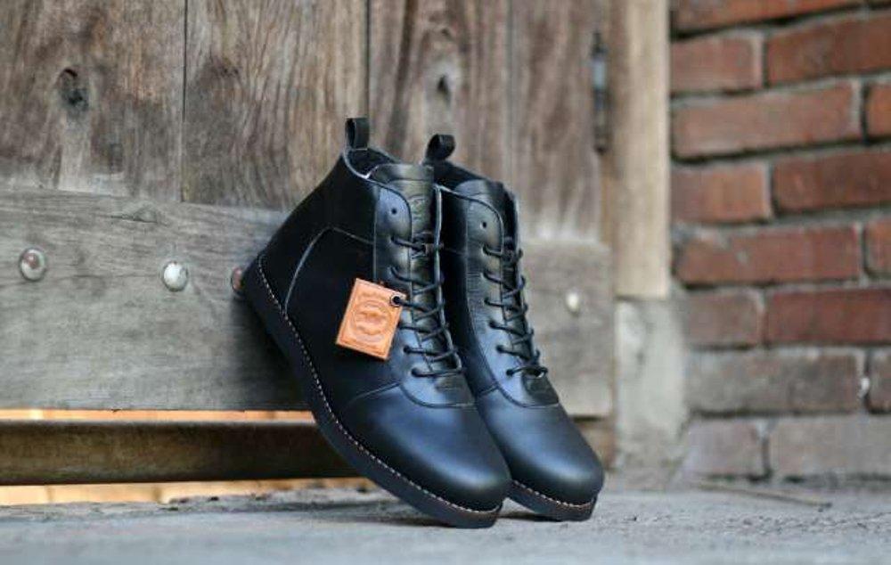 Promo Sepatu Boots Pria Bradleys Original Kulit Asli A-027 (Sepatu Gunung, Sepatu Kerja, Sepatu Jalan, Sepatu Santai, Sepatu Treking, Sepatu Joging, Lapangan, Sepatu Kulit, Sneaker, Slip On, Slop, Adidas, Nike, Pria, Wanita, Anak) Diskon