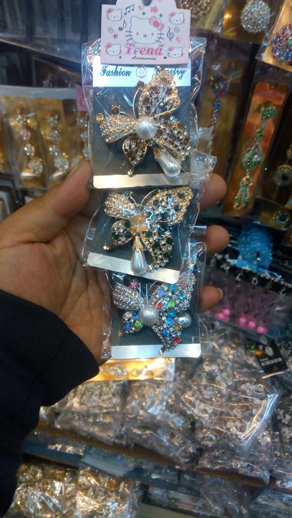 Bandingkan Toko Bross cuantiq bross hijab hijaber makin cuantiq pakai bross sale - Hanya Rp57.225
