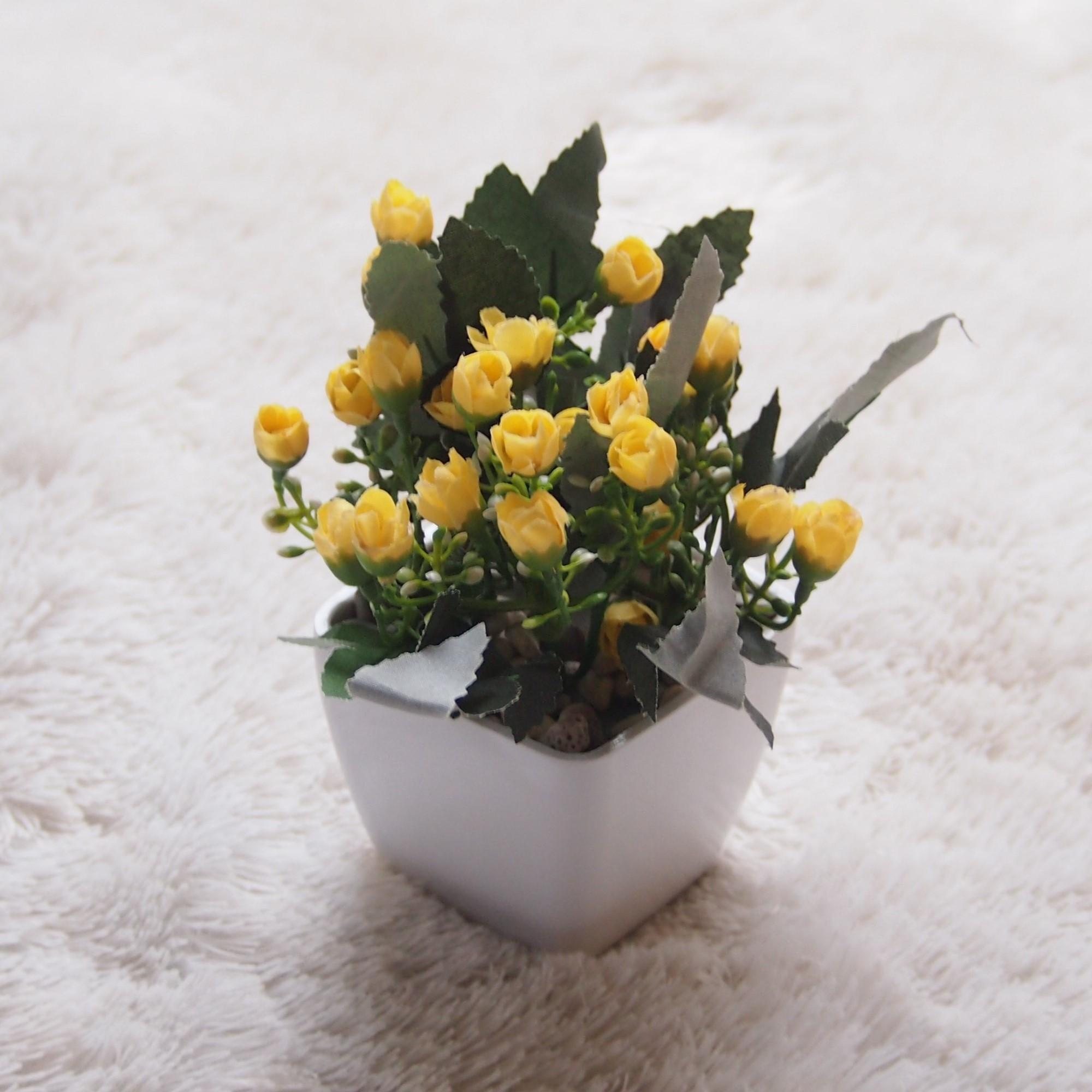 Bunga Artificial Hiasan Dan Dekorasi Ruangan Tiny Rose Pot Kotak Tr02