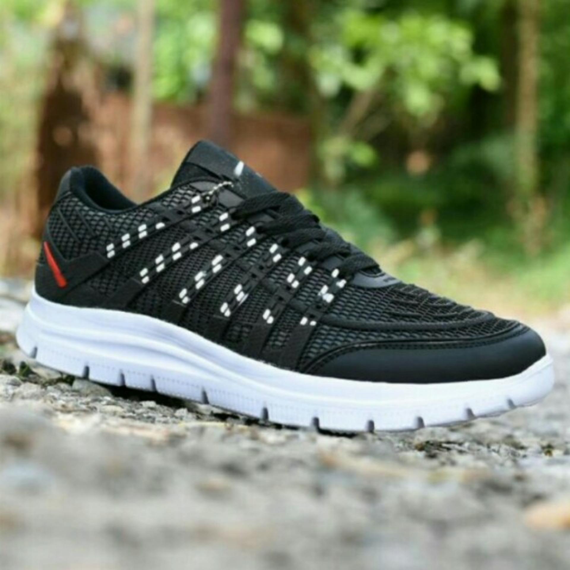 Sepatu Sneakers Sport Kets Pria - Black