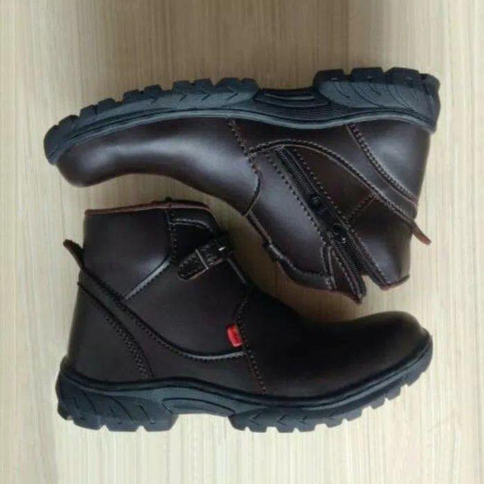 Sepatu Kickers (Pria) Terbaru  4ac5dbf389