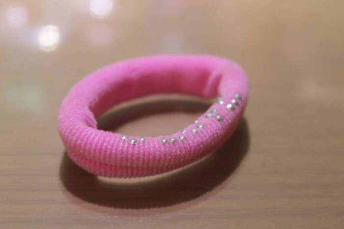 Ikat Rambut Pink Dengan Payet Kecil