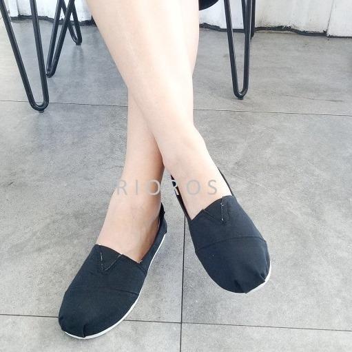 Rioros Sepatu Wanita Flat Shoes Slip On Kanvas Aria - Hitam