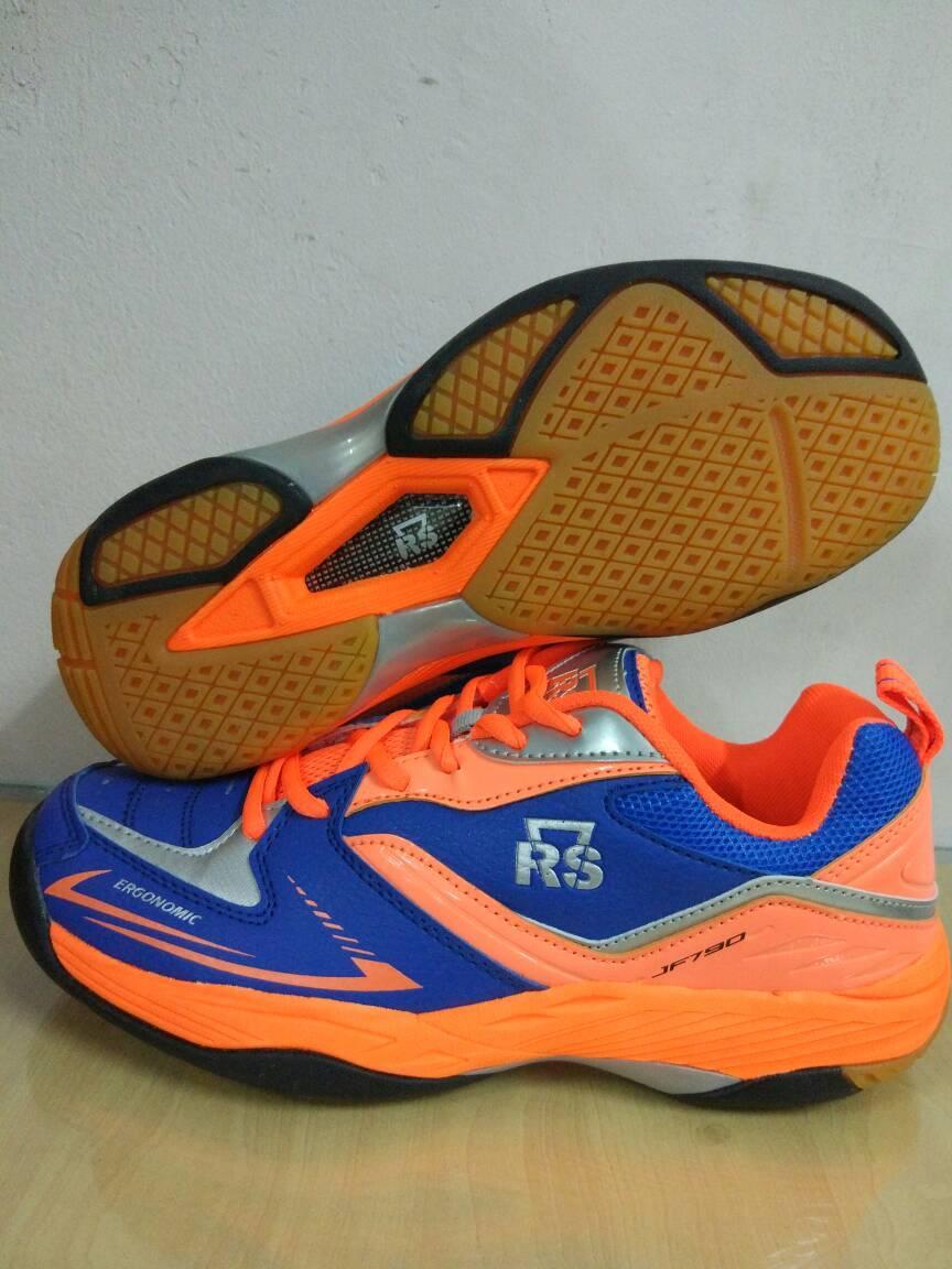sepatu badminton merk RS JF 790