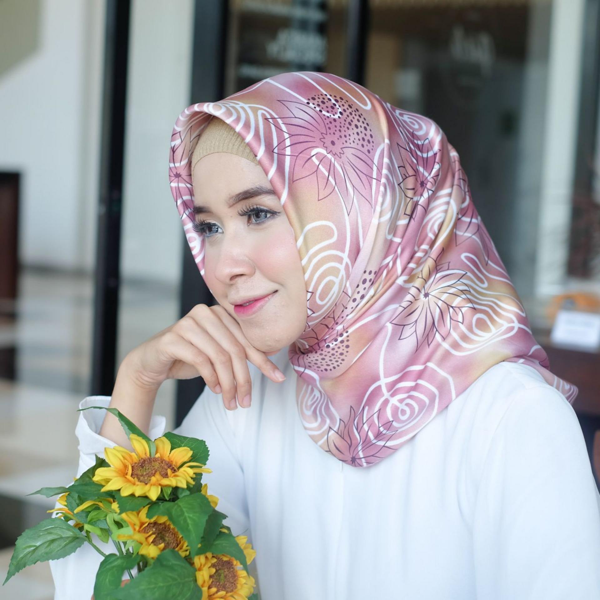 Hijab - Kerudung Segi Empat - Velvet Silk - Nirmala / Jilbab