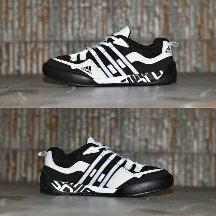707b3e6e4aa8 Rp 239.000. TERLARIS!!! Sepatu Outdoor Wanita Adidas Terrex ...