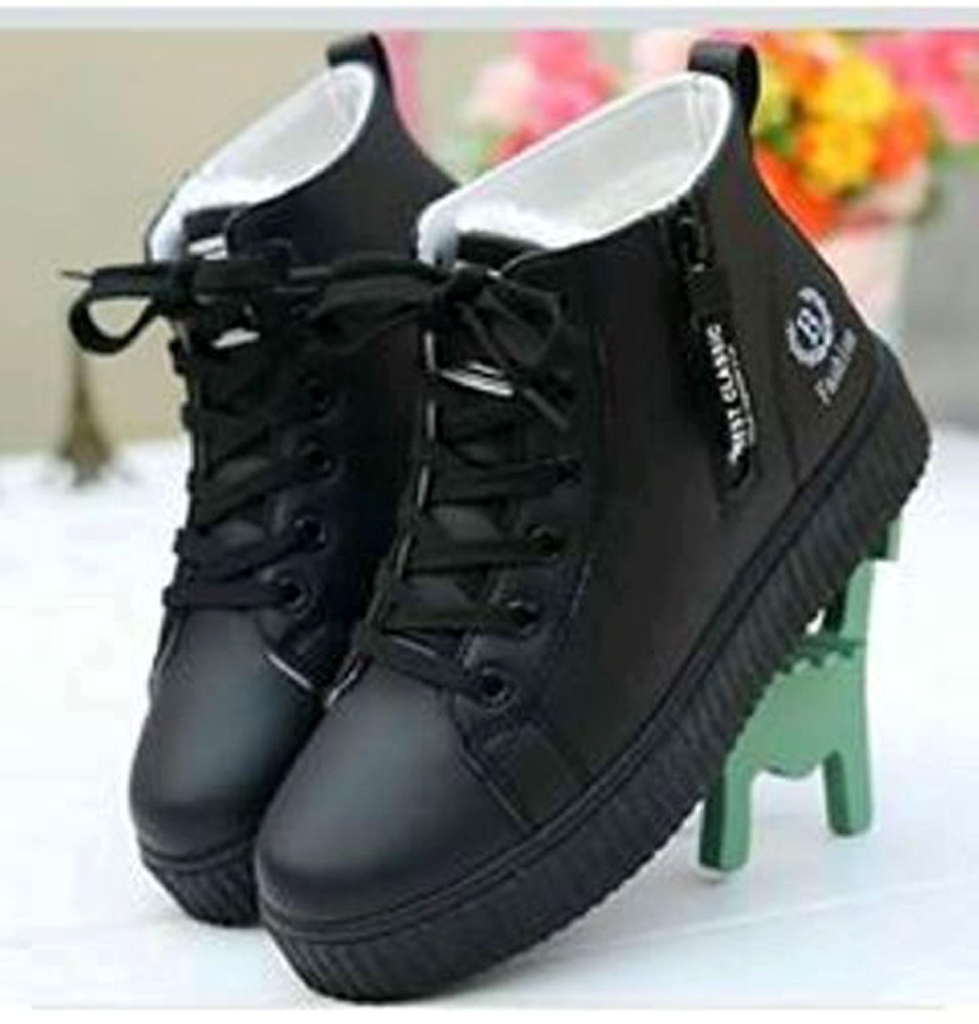 Sepatu Boots Wanita Clasic B ID 88 Hitam