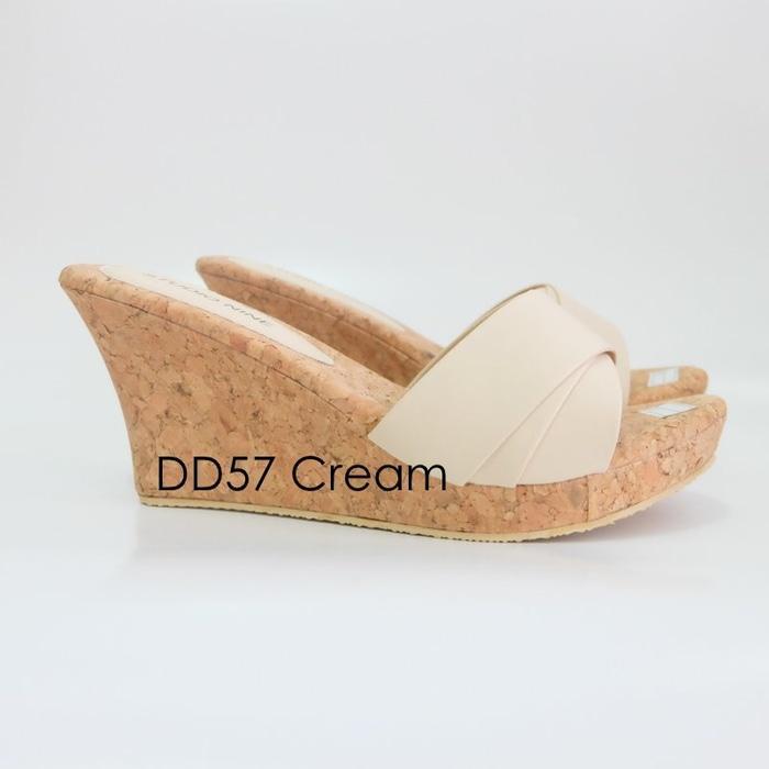 Sandal Wanita Wedges Hak Cantik Bunga Tali Gesper MurahIDR75000. Rp 75.500