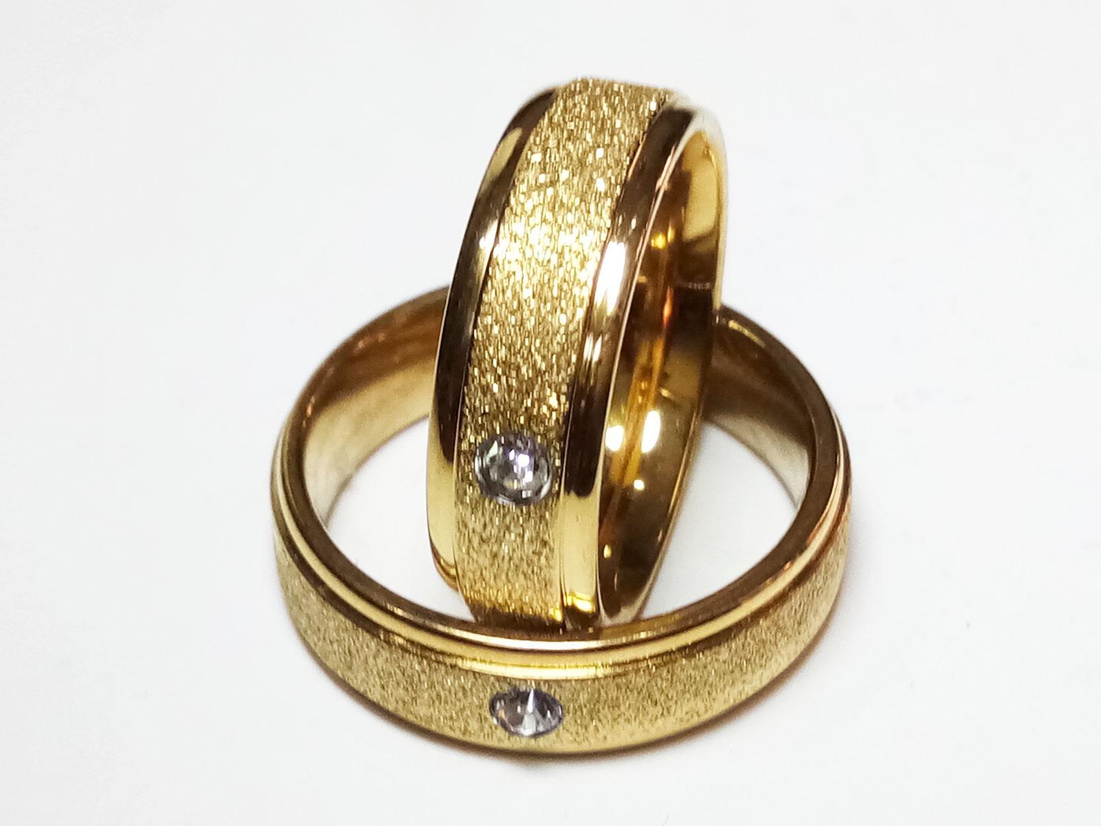 VeE Cincin Single / Couple / Pasangan untuk Tunangan / Nikahan Titanium Stainless Steel Gold Pasir M2