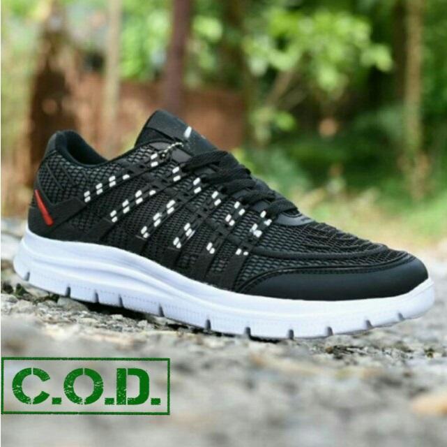 Sepatu Sneakers Kets dan Casual Pria