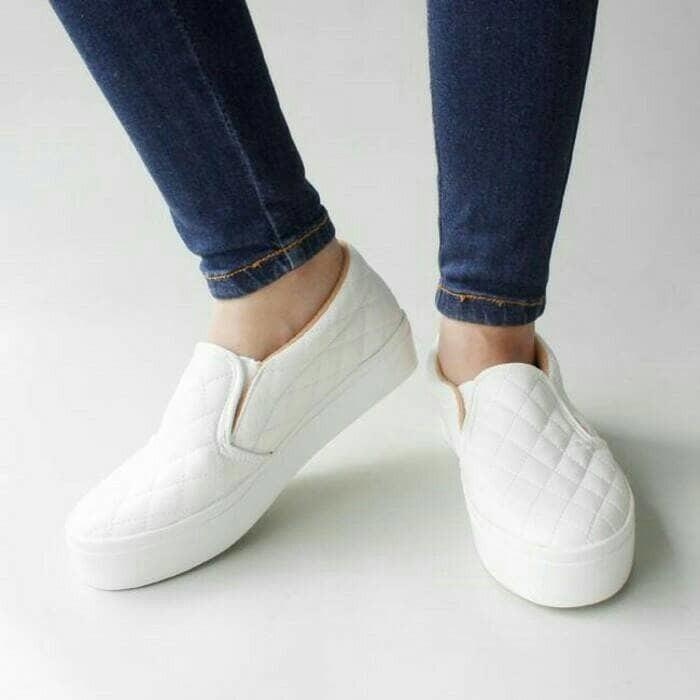 SLIP ON CASUAL BLEZ CHANEL KOTAK