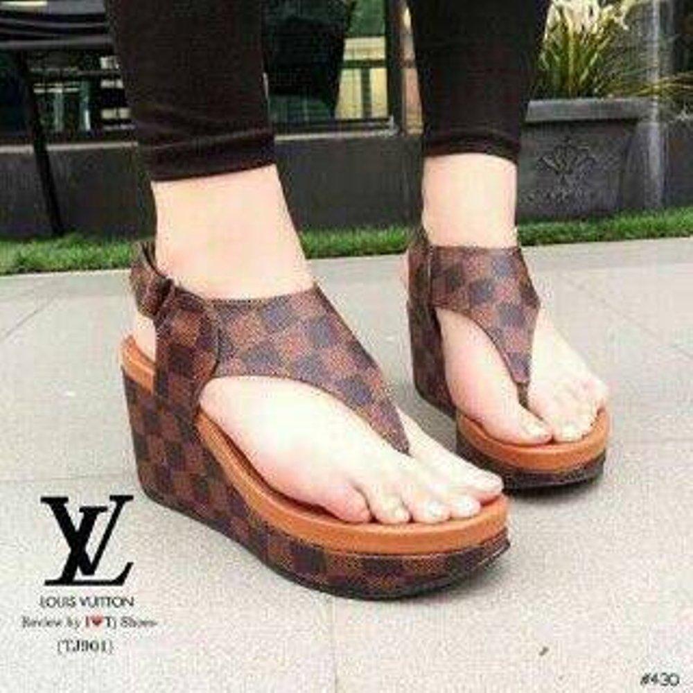 Sepatu Sandal Wedges Wanita LV Jepit WG12