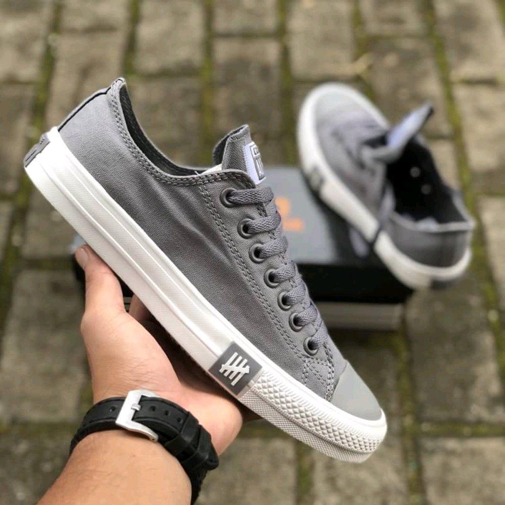 Collection Uli  - Sepatu Sneakers All Star Undefeated Petir Pria Dan Wanita - Grey