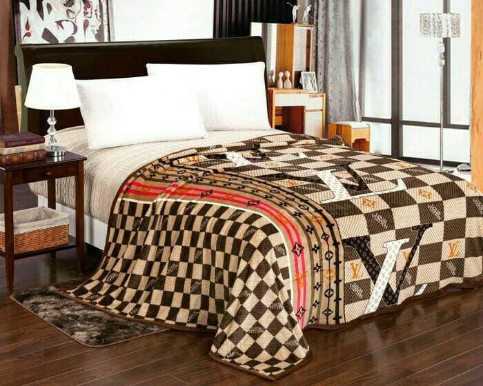SELIMUT BULU TEBAL LV COKLAT 180X200     selimut bed cover bayi dewasa karakter bulu tebal bonita anak doraemon carter bonita