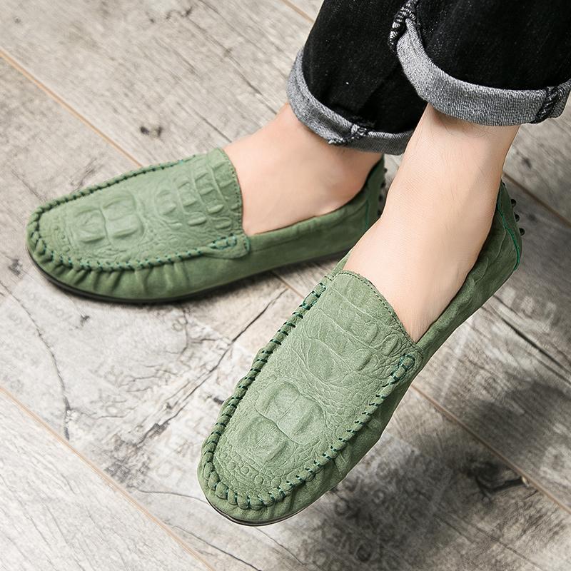 Musim semi Pria Gaya Korea warna merah sepatu kacang polong Pijakan empuk casual Sepatu malas Pola
