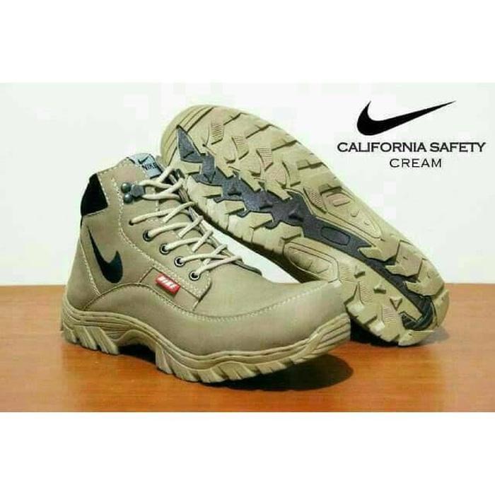 Sepatu Tracking California - Sepatu Safety Boots Tracking Ujungbesi Work -  Krem 077b44bdf5