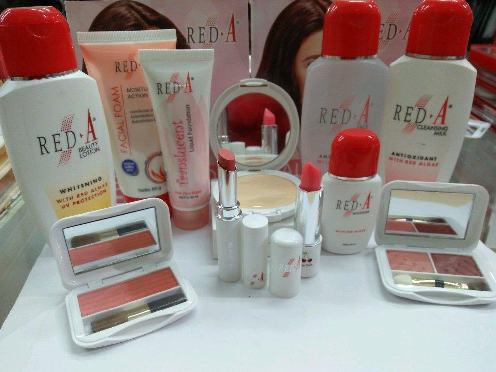 Red A Paket Hemat Seserahan + free box  (-cleansing -face toner   -ffoam   -moisturizer  -hand body whitening UV filter  -liquid foundation translucent  -eyeshadow  -blush on  -lipstik matte   -lip balm  -bedak compact)