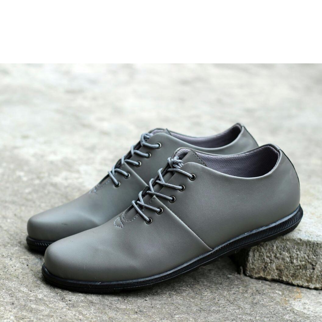 Sepatu Casual Formal Sepatu Pria Brodo Sepatu Kickers Slop Sepatu Slipon a4526653e6