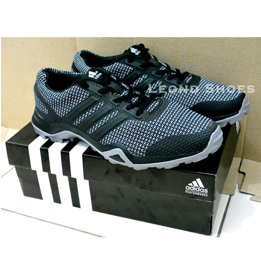 Sepatu Gunung Adidas Terrex. Sepatu Outdoor Running