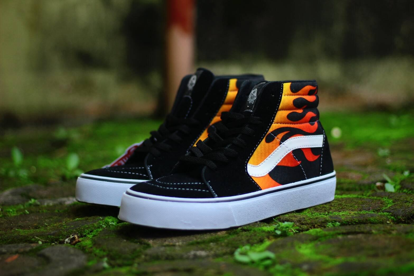 Sepatu Skate Casual Pria Vans SK8 High Cartoon Sneakers
