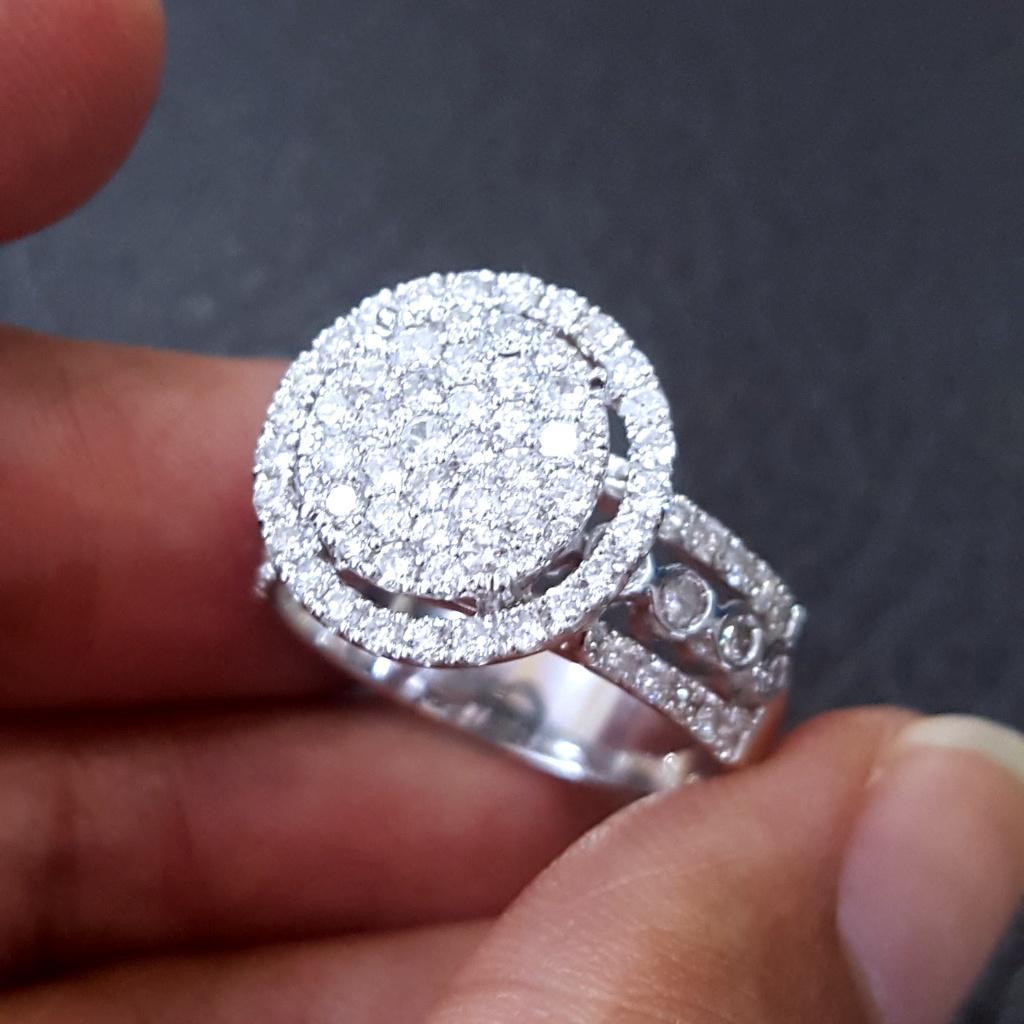 Cincin fashion berlian eropa 1,07 ct ikat emas putih