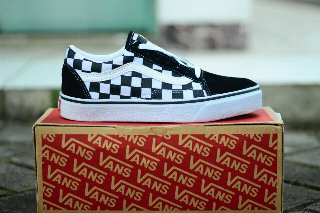 Sepatu Casual Pria Vans OldSkool CheckerBoard   Sepatu Skate Vans Checker  Board Old Skool Sneakers f7796bdd4b