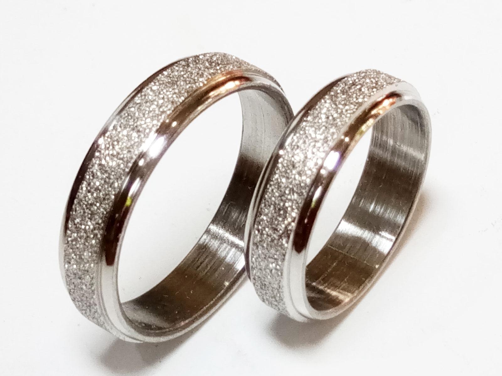 VeE Cincin Single / Couple / Pasangan untuk Tunangan / Nikahan Titanium Stainless Steel Silver Pasir M1