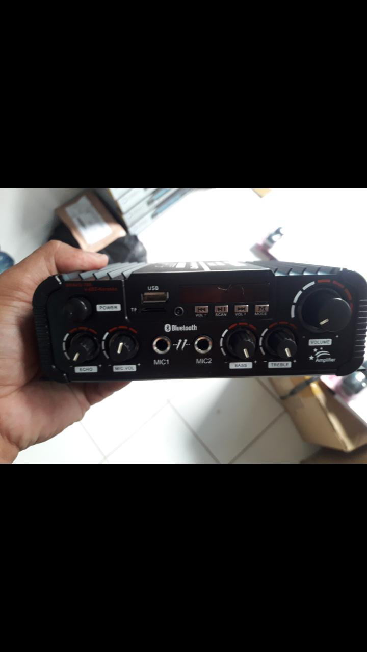 SL AUDIO ORIGINAL BRAVO 8BIT Ampli bluetooth mini ac dc wireles karaoke usb mp3 musik EUTS  bisa pakai di mobil ataupun di rumah ac/dc.  Berfungsi bisa play Bluetooth, Karaoke, Memory Card, FM Radio, Ac/Dc.  Bisa buat speaker 4,5,6,8 inch.