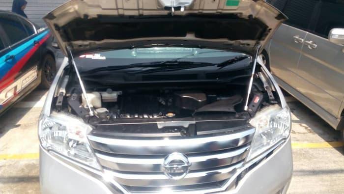 Hidrolik kap mesin Nissan Serena