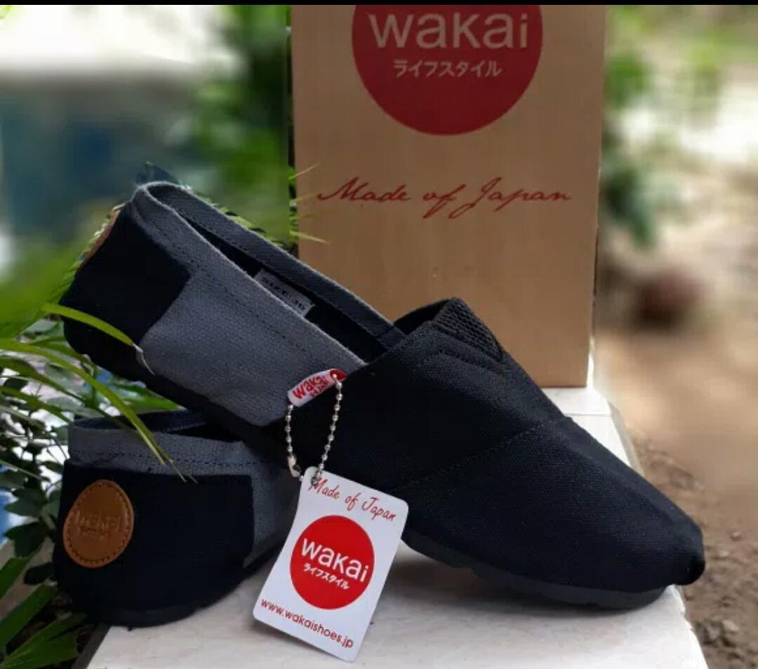 Sepatu slip on pria dan wanita / Wakai hitam abu sol hitam