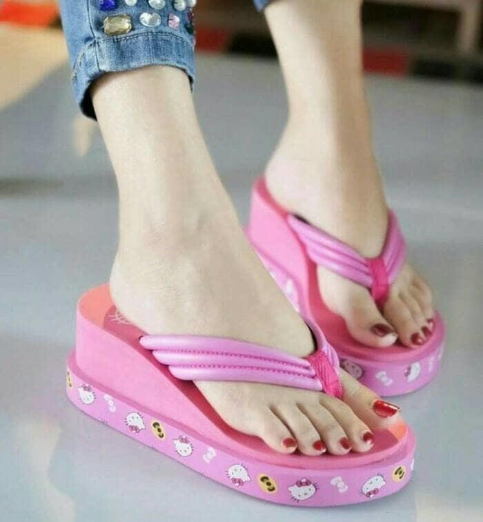 Grosir Sepatu Sandal Wanita Wedges Spons Hello Kitty Hitam