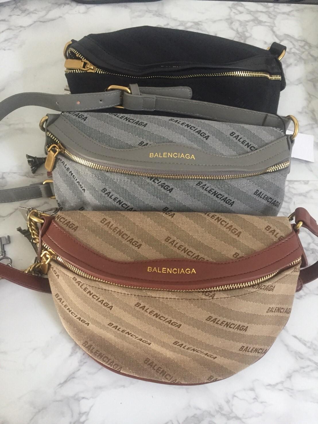 Promo Tas Wanita Balenciaga Belt Bag Waist Bag Waistbag Sling Bag Belt Bag Impor Import Harga Murah Diskon Sale Obral Keren Best Seller Kece New Arrival Cantik Bagus Rapi Kuat Bagus