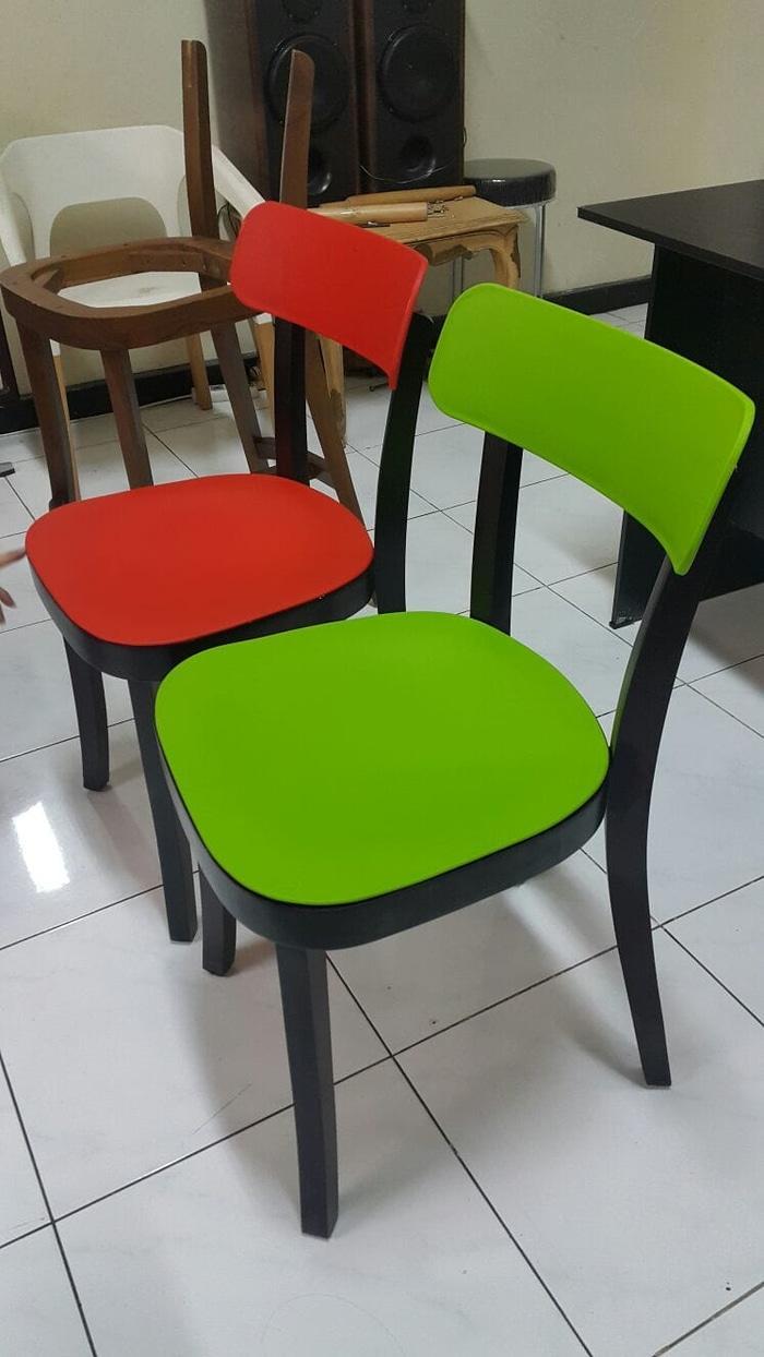 kursi cafe resto serba guna rangka kayu dudukan plastik foodcourt kafe