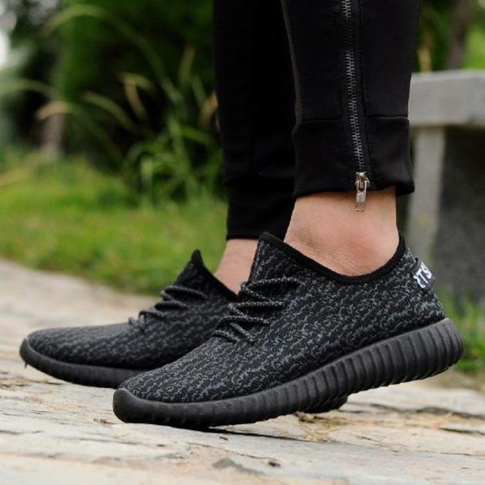 Sepatu Yezzy VR29 Hitam