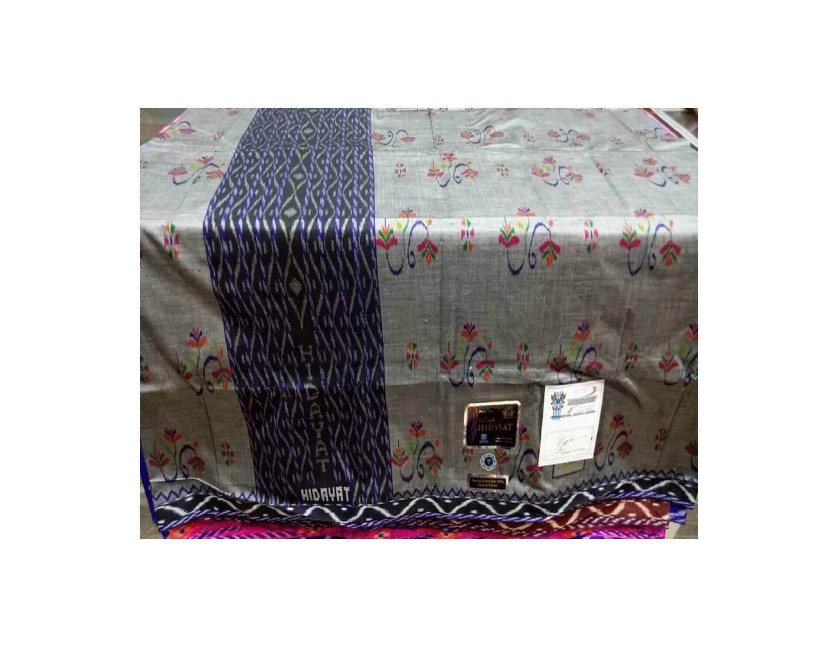 Sarung Tenun Sutra 210 Hidayat motif kembang diatas bhs mst kwg lamiya