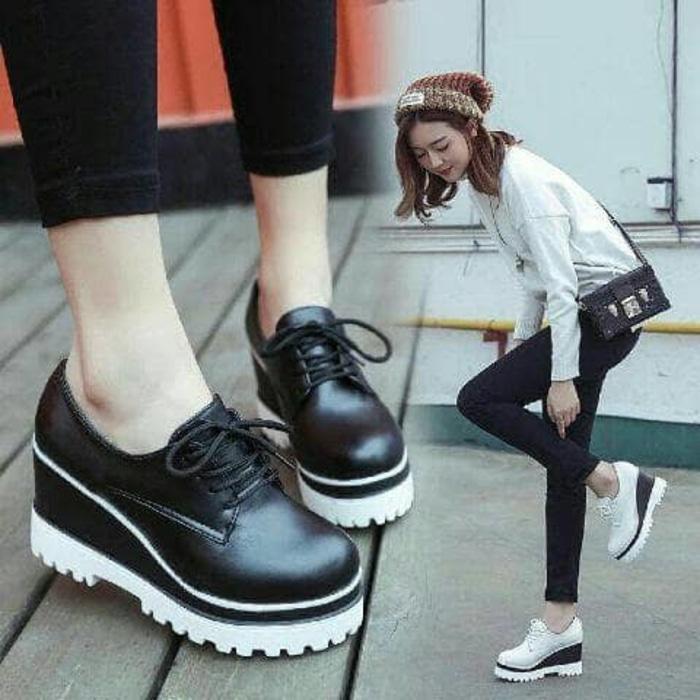 Sepatu Boot Docmart Cewek Wanita Casual Modis Murah Berkualitas - Warna Hitam dan Putih