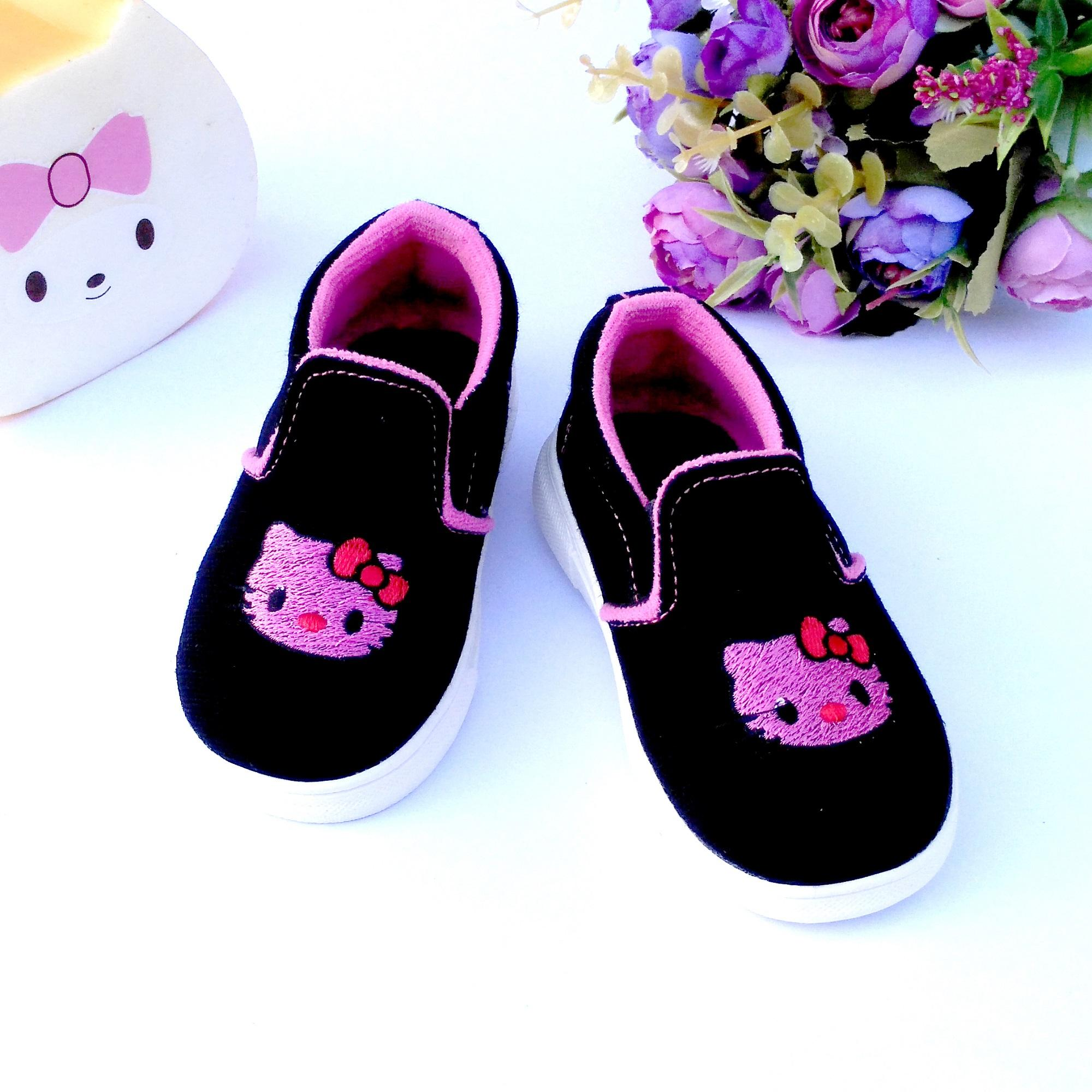 HQo Sepatu Anak Perempuan Slip On   Sepatu Anak Casual   Sepatu Bayi  Perempuan Hello Kitty 4b78d6fc9d