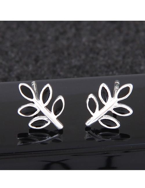 LRC Anting Tusuk Fashion Silver Color Leaf Shape Decorated Earrings